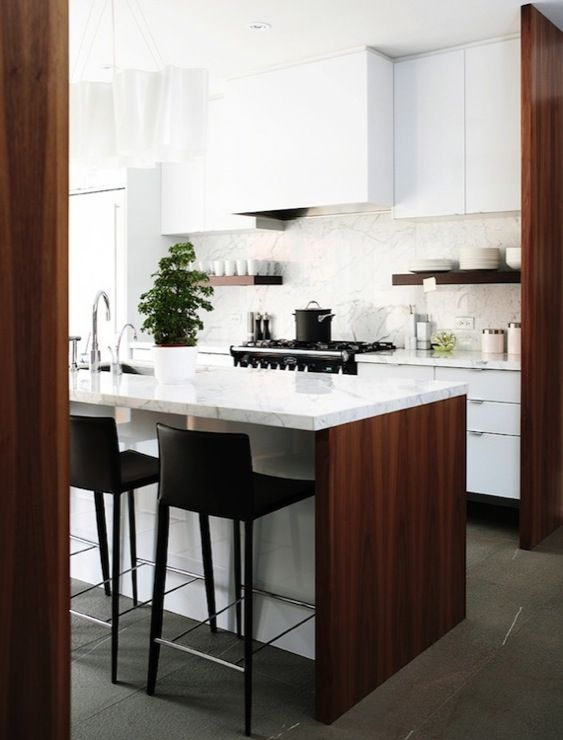 Angus Fergusson - Two-tone modern kitchen with glossy white lacquer kitchen cabinets, ...