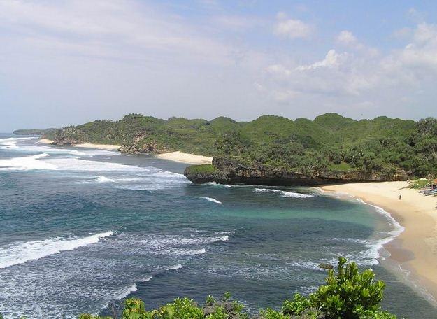 Pantai drini dari bukit karang di sisi utara  - jawa barat