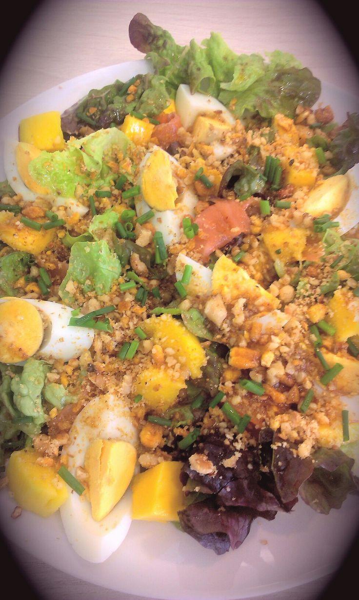Ensalada de salmón y mango.