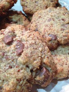 Really yummy no grain, no sugar chocolate chip cookies!!