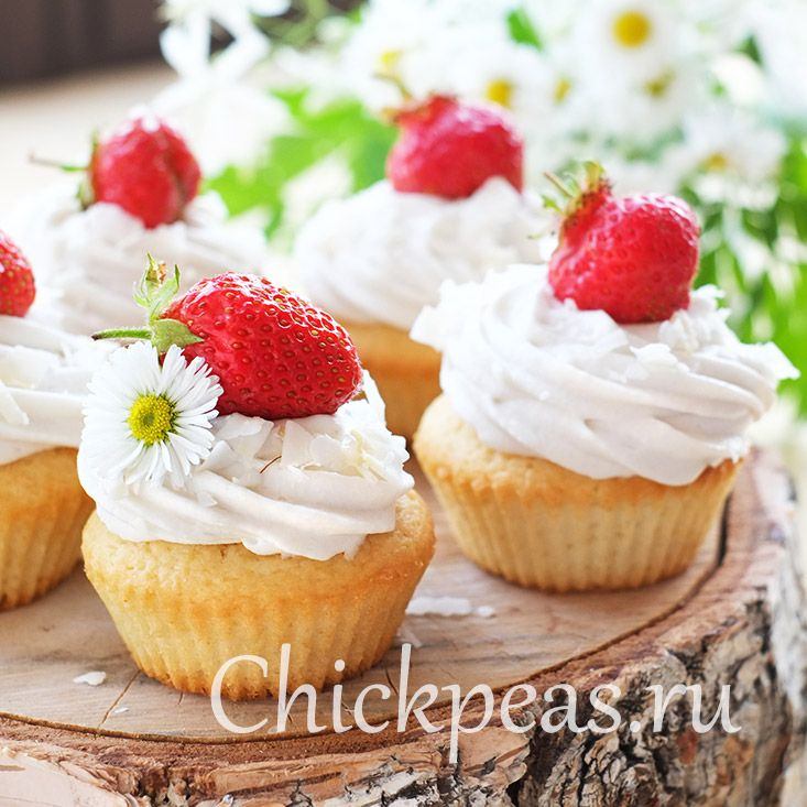 Vegan coconut #cupcakes with strawberries on top