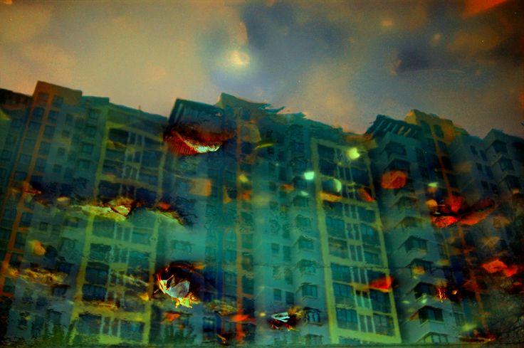Twilight High-Rise: Urban Amber 2005  100x150cm, 60x90cm C-Print