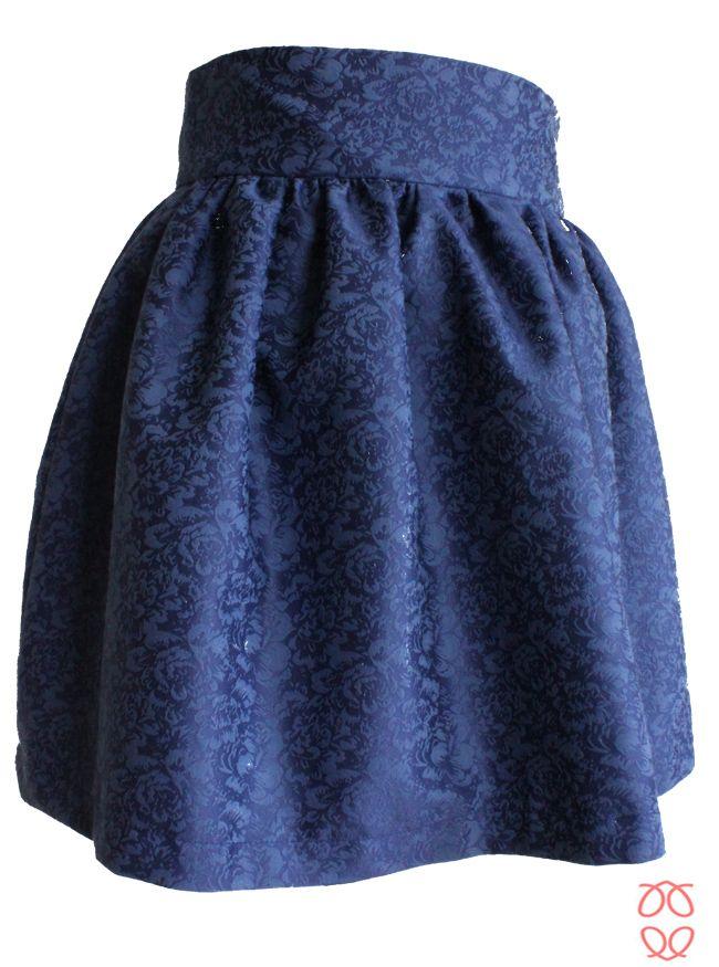 Falda fruncida azul con cinturilla ancha de 8 cm disponible en www.caprichosdearmario.es