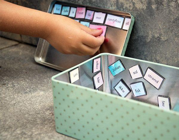 Magneter med alle børnenes yndlingsord og andre sjove ord er sjove at lege med og kan danne basis for mange timers sjove lege og ordspil