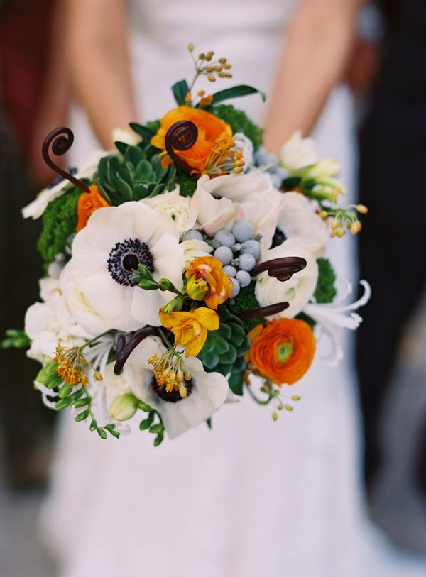 White poppy bouquet: White Flowers, Poppies Bouquets, Wedding Bouquets, Colors Palettes, Bouquets Wedding, Monkey, Fall Wedding, Succulent Bouquets, Anemones