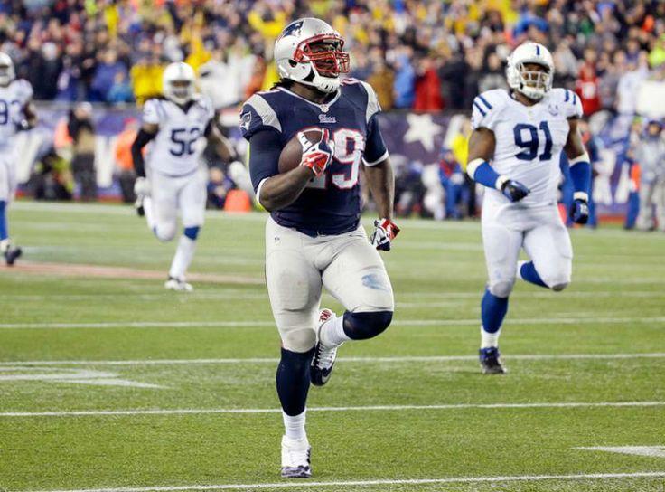 New England Patriots running back LeGarrette Blount (29) heads down field for a 75 yard touchdown run. (Matt Slocum/AP)