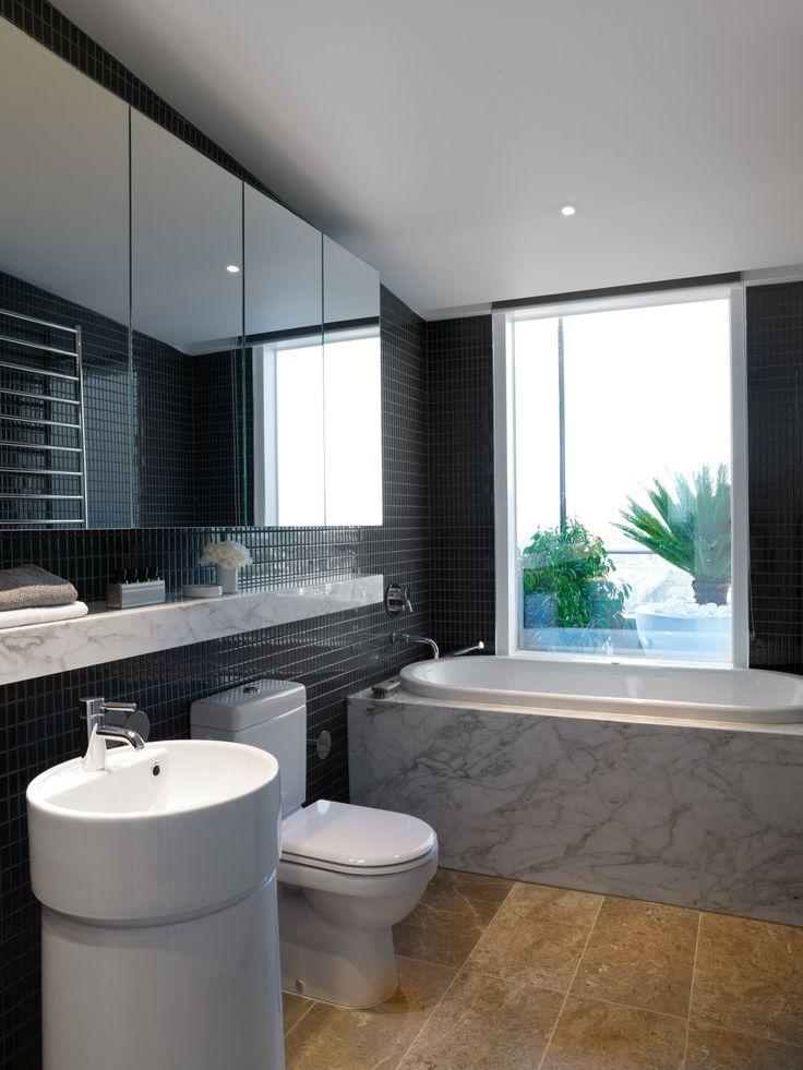 Bathroom. Bird de la Coeur Architects interiors: Hecker Phelan Guthrie Photo: Dianna Snape