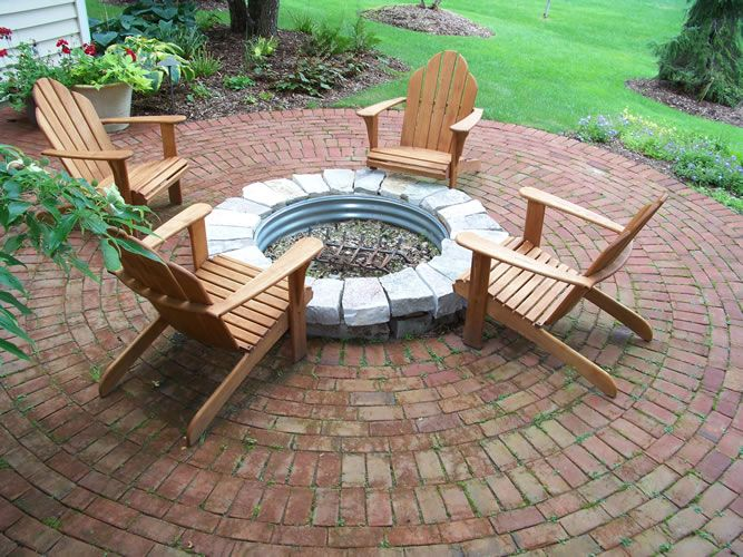 Love the brick patio but the fire pit needs to be brick for Backyard brick fire pit