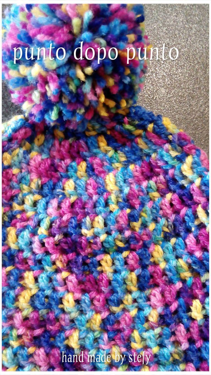 Cappello fatto a mano ad uncinetto con paraorecchie e ponpon. Bimbi e adulti. Crochet hat with ear-flaps and ponpon.