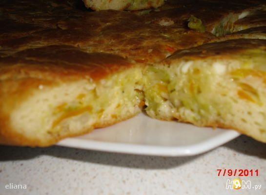 Быстрый пирог с капустой яйца 3 шт мука 1 стак. крахмал 50 г сметана 0.5 стак. или кефир майонез 0.5 стак. сода 0.5 ч. л. или 1,5 чайных ложки разрыхлителя соль 1 ч. л. капуста 300 г морковь 1 шт