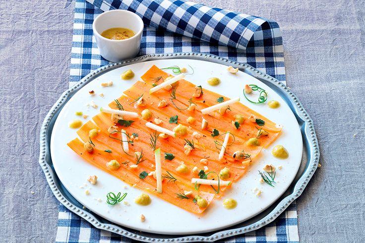 Carpaccio di carote, mela verde e nocciole