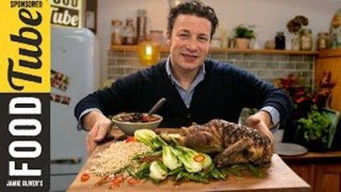 На Новый год готовим вместе с Джейми! Посмотрите, как вкусно приготовить утку - просто и оригинально!  Джейми Оливер готовит утку с добавление черного чая Ассам в состав приправы - это придаст утке ос…
