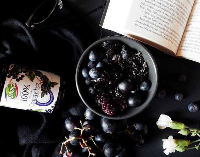 Quinoa Raz!: Czarna miseczka z czarną quinoą i dżemem z czarnego bzu