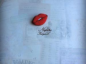 """Создаем стильную объемную брошь из бисера «Red Lips» - Ярмарка Мастеров - """"Na fetre"""" (Екатерина) - Ярмарка Мастеров http://www.livemaster.ru/topic/1621375-sozdaem-stilnuyu-obemnuyu-brosh-iz-bisera-red-lips"""