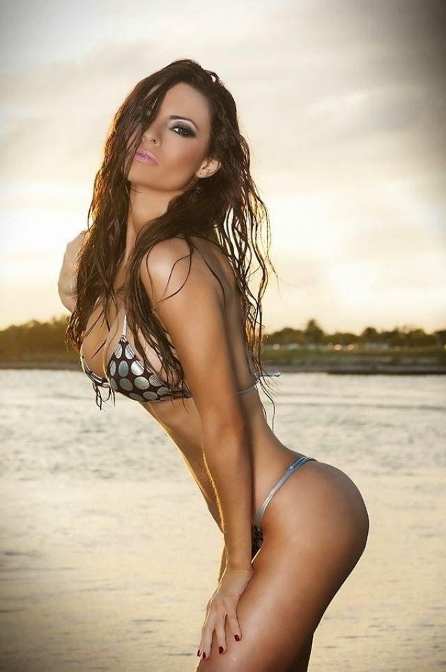 Dem Hot: Sexy Lingerie Model Posing Hot For Teasing Horny M...