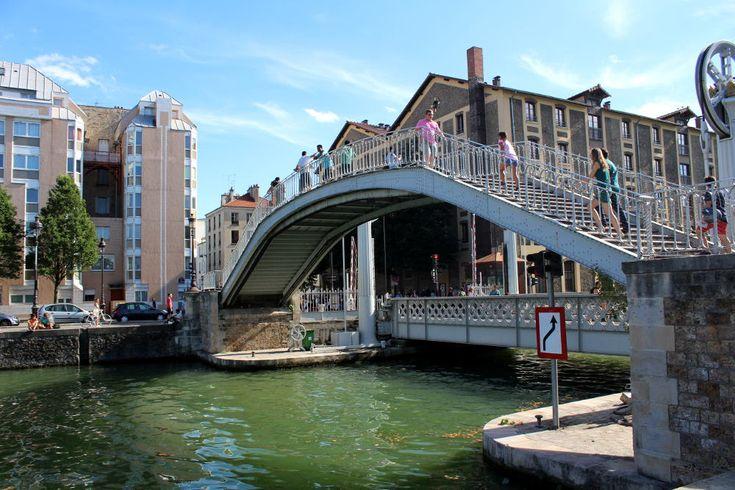 Les ponts parisiens du canal de l'Ourcq et du bassin de la Villette, métalliques ou en béton n'ont aucun ornemen