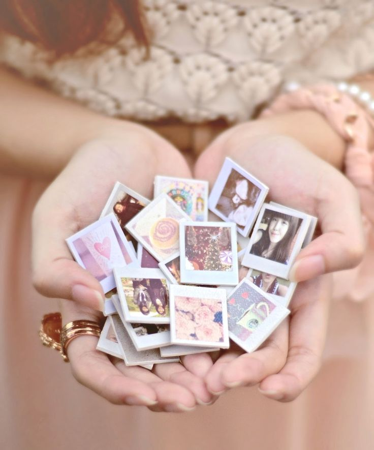 DIY mini magnets! Make the pic a Polaroid in photo…