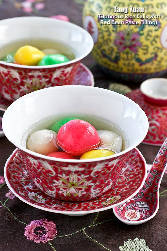 Tang Yuan is a dessert made of glutinous rice balls in a sweet clear soup usually served during the Winter Solstice Festival to mark the arrival of winter. | RotiNRice.com