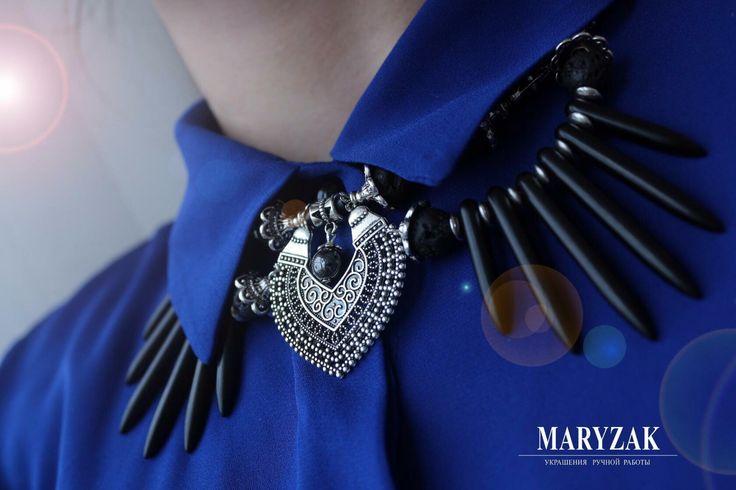 Колье воротничок с говлитом, гематитом и вулканической лавой. Эксклюзивный авторский дизайн. #maryzak #fashion #jewerly #look #мода #красота #стиль #колье #ручнаяработа