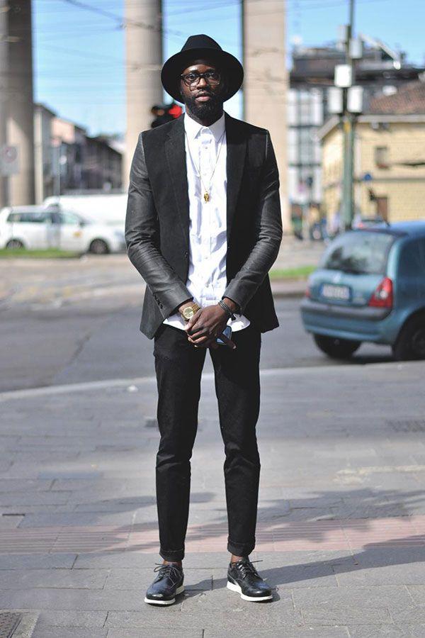 黒フロッピーハット×黒コンビテーラードジャケット×白シャツ×黒パンツ×黒ウイングチップ
