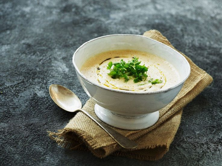 Kartoffel-Selleriesuppe | http://eatsmarter.de/rezepte/kartoffel-selleriesuppe