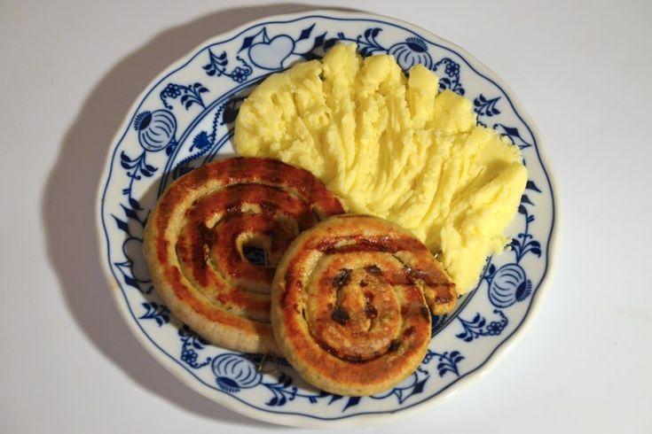 Vinná klobása pečená v troubě s bramborovou kaší na štědrý den v poledne k obědu - opravdu nejlepší vyzkoušený recept na vinnou klobásu. Dobrou chuť!
