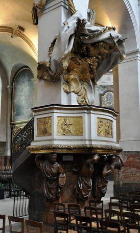 EGLISE ST ROCH PARIS La chaire de la nef Les cariatide (soutenant la cuve) sont de Gabriel rispal XXème siècle