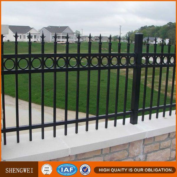 M s de 25 ideas incre bles sobre cercas de hierro forjado for Reja para jardin vertical