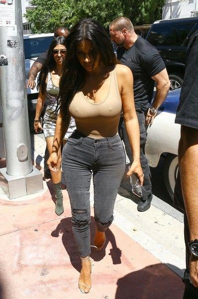 Kim Kardashian Photos Photos - The Kardashian clan are spotted at their DASH…