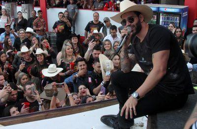 Gusttavo Lima agrada o público em Barretos 2016