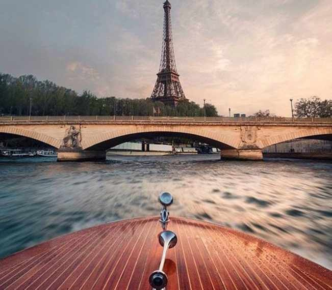 Speedboating in Paris - Leaving from the Eiffel tower you will speed to the east of Paris! With maximum speeds of up to 65 km/h you can enjoy the thrill of speeding to one of the floating restaurants. Discover more unique travel inspiration on www.broscene.com !