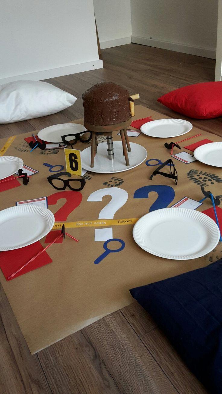 Drei ??? Deko : Picknick in der Kaffeekanne: rote, blaue und weiße Kissenbezüge genäht und ein paar dekos aus Pappe ....schon ist alles fertig ... war richtig gemütlich