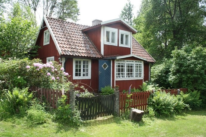 Idyll Little Swedish Home Punainen Torppa Ja Pihapiiri