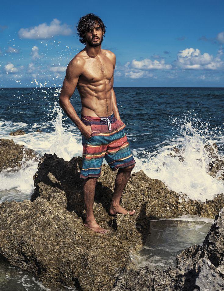 Marlon Teixeira em campanha da coleção Água de Coco para C&A ©Divulgação. Swimwear men's style swimsuit bañadores