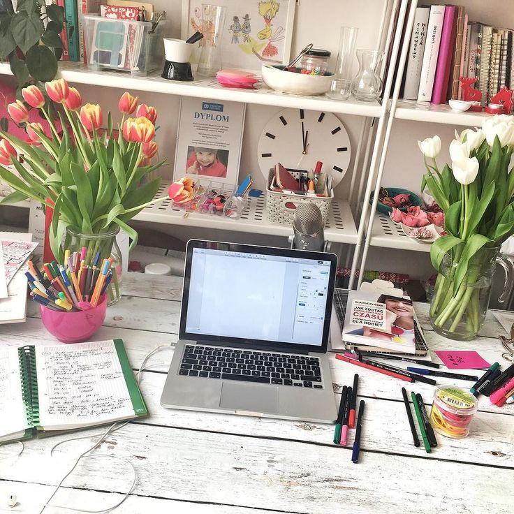 Nie ma zmiłuj. Niedziela to dzień pisania artykułów. Był spacer z kijami było rozciągnie było pyszne zielone smoothie oraz spaghetti zrobione przez męża. Teraz nie ma wymówek - trzeba siadać i pisać  #psc #paniswojegoczasu #panipisze #blog #blogerka #blogowanie #pisanie #motywacja #inspiracja #office #homeoffice #homeofficeideas #biuro #biurko #womenpreneur #entrepreneur #entrepreneurlife #niedziela