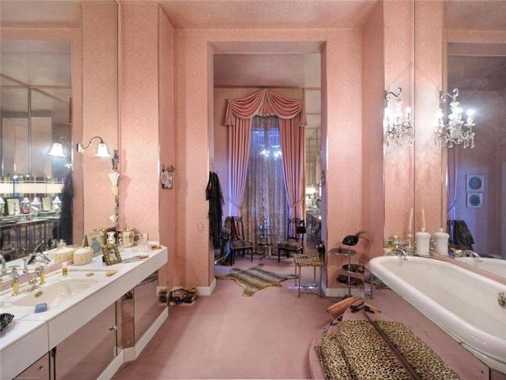 Coco Chanelu0027s Summer Home Bathroom