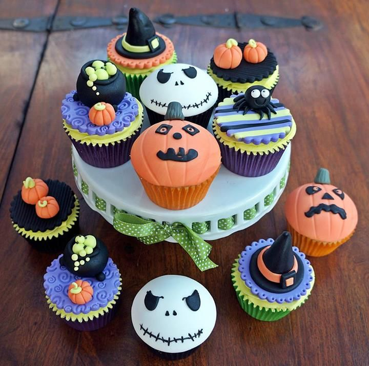 the nightmare before christmas inspired cupcakes - Halloween Inspired Cupcakes