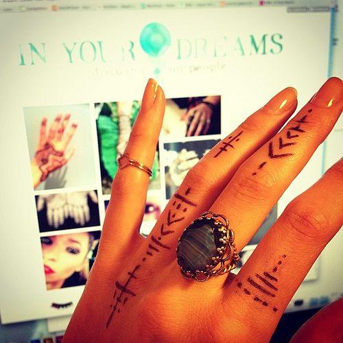 I love finger tattoos!!!! <3333 #indietattoos