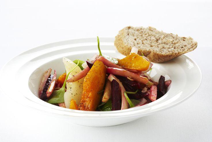 Een overheerlijke salade van vergeten groenten, die maak je met dit recept. Smakelijk!