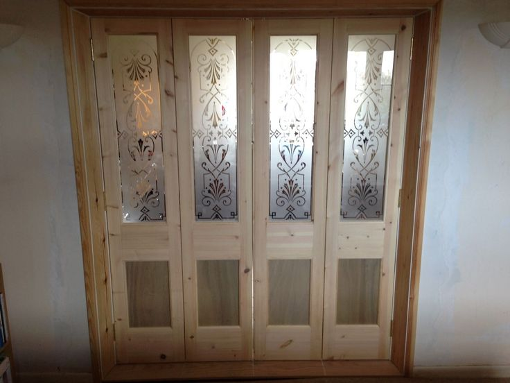 Versatile folding door room divider with bespoke etched glass