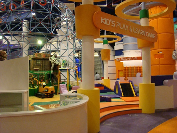 360 Mall in Kuwait. International Play Company #Iplayco #designed, #manufactured and #installed the #indoor #themed #playground #structure, #toddler #play area and the #ballistic #ball #shooting #gallery. The #360 #Mall has also won two awards from #IAAPA and #ICSC - www.iplayco.com