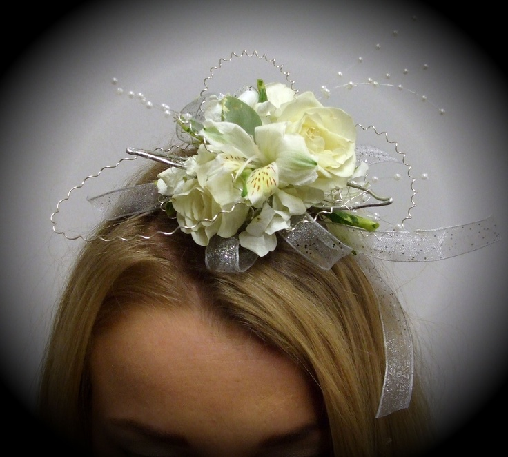Mia headband fascinator! This elegant headband style fascinator is designed with soft, white spray roses, white alstroemeria, sweet hydrangea and foliage. Sweeping pearls and silver coils add a touch of shine.