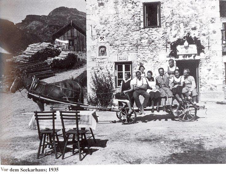 Vor dem Seekarhaus im Jahr 1935