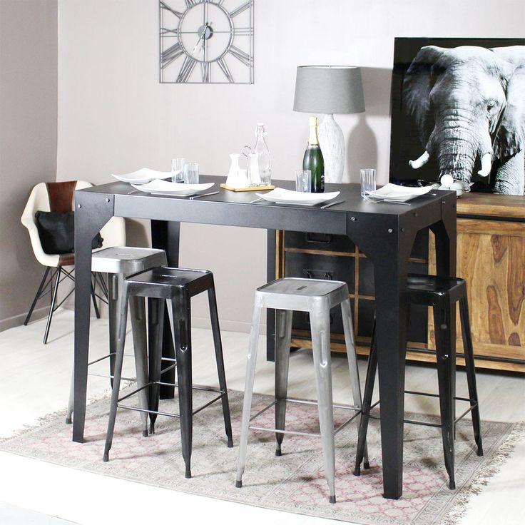 Cette table mange debout vous surprendra par sa taille ! Idéale pour des apéros entre amis, vous apprécierez sa structure en métal noir !