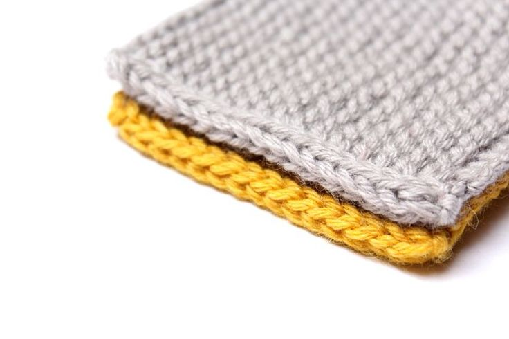 Today I would loveto share with you a technique that I learnedseveral years ago that is absolutely essential for cardigans if you want to avoid knitting the bands and finishing the raw edges. It …