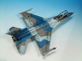 F-16 Fighting Falcon 1/48 Scale Model