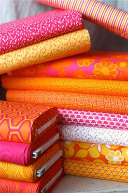 Great fabric site: Fabrics Site, Colors Combos, Chalk Fabrics, Pink Fabrics, Fabrics Website, Hot Pink, Downloads Patterns, Orange Pink, Pink Chalk