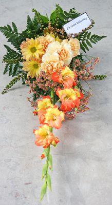 sorgbukett med gladiolus http://holmsundsblommor.blogspot.se/2009/10/buketter-till-begravning.html. Nr 1B