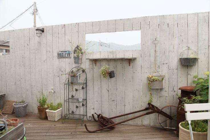 目隠しウッドフェンス / ナチュラルガーデン / ガーデンデザイン / 外構 Garden Design / White wooden fence