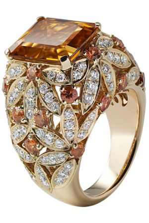 Diamonds and small citrine form Daisies in this 18K yellow gold Ring mounting centered by a large square-cut Citrine.